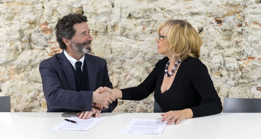 Firma convenio IE University-Plataforma Voluntariado Segovia